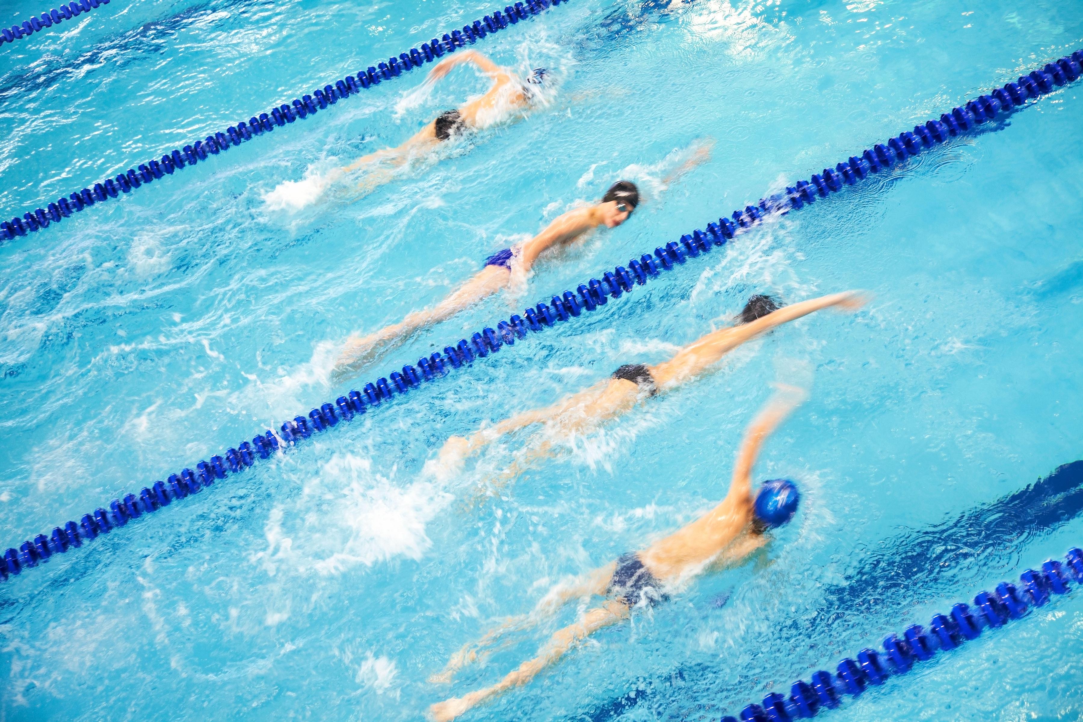 Schwimmen in gut belüfteten Hallen kann das Asthma lindern © yanlev - Fotolia.com